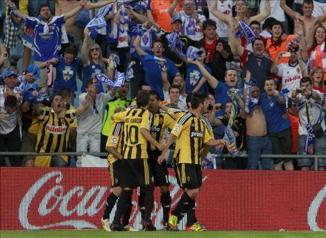 Los jugadores del Real Zaragoza se hacen abonados del club