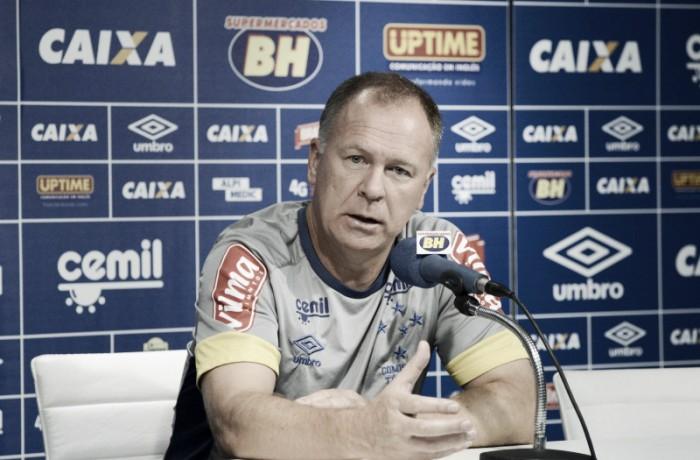 Mano Menezes elogia seu auxiliar Sidnei Lobo e destaca entrega do Cruzeiro