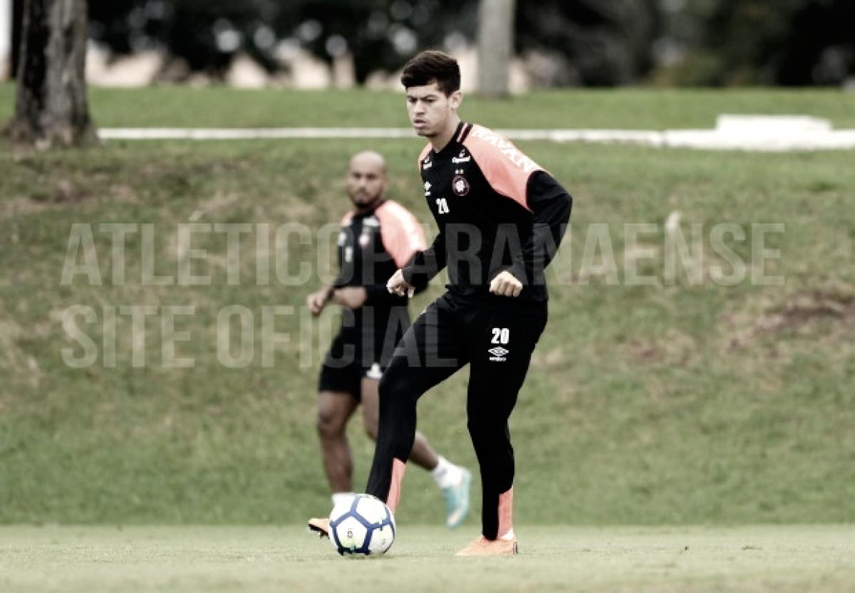 Cheios de mudanças, Atlético-PR e Chapecoense estreiam no Campeonato Brasileiro 2018