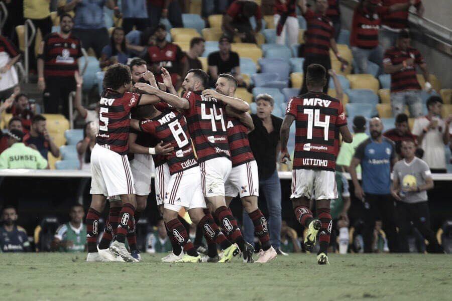 Flamengo derrota Grêmio no Maracanã e segue na disputa pelo título