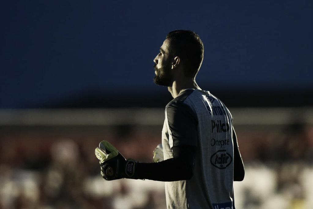 Vanderlei ultrapassará Rodolfo Rodríguez e será o sexto goleiro com mais jogos pelo Santos