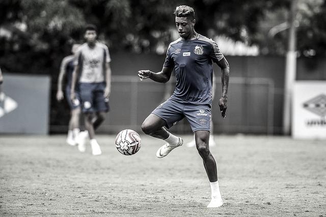 Mais um reforço: Flamengo anuncia contratação do atacante Bruno Henrique