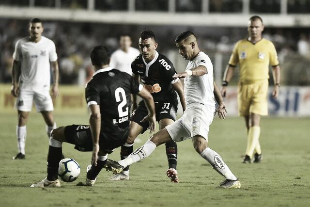 Em situações opostas, Santos e Vasco se enfrentam no Pacaembu pelo Campeonato Brasileiro
