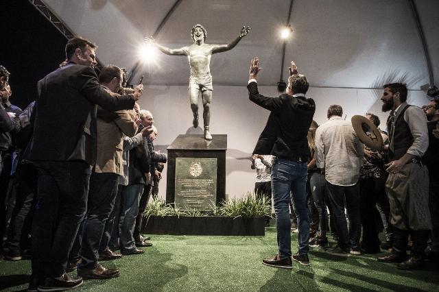 Grêmio inaugura estátua de Renato Portaluppi na Arena