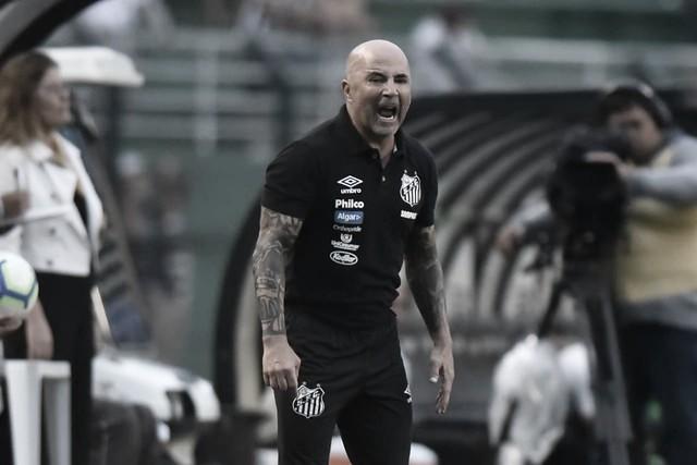 """Após vitória no Pacambu, Sampaoli prefere santos jogando na Vila Belmiro: """"A casa é em Santos"""""""