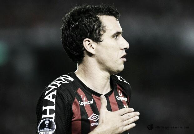 Atlético-PR e Junior Barranquilla apenas empatam e deixam final da Sul-Americana em aberto