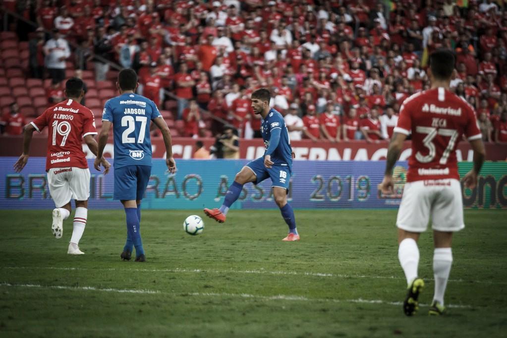 Duelo inédito: Cruzeiro e Internacional medem forças na semifinal da Copa do Brasil