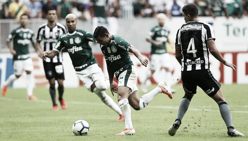 Palmeiras e Botafogo se enfrentam no Pacaembu em busca de retomada no Brasileirão