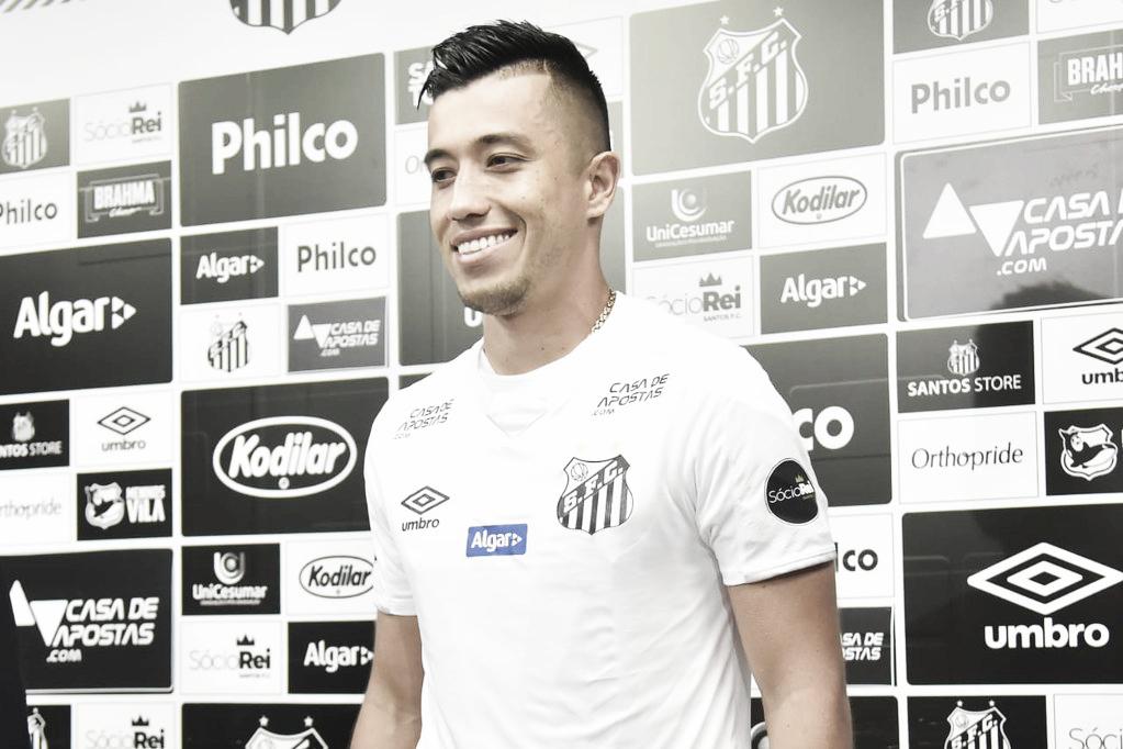 """Apresentado no Santos, Uribe se coloca à disposição: """"Estou pronto para jogar"""""""