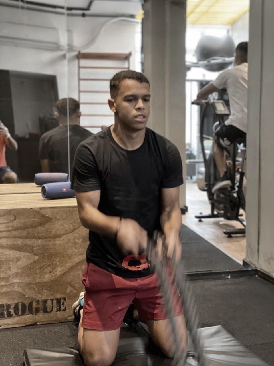 """Sandry comenta rotina de treinos na quarentena: """"Desde a paralisação não parei de treinar"""""""