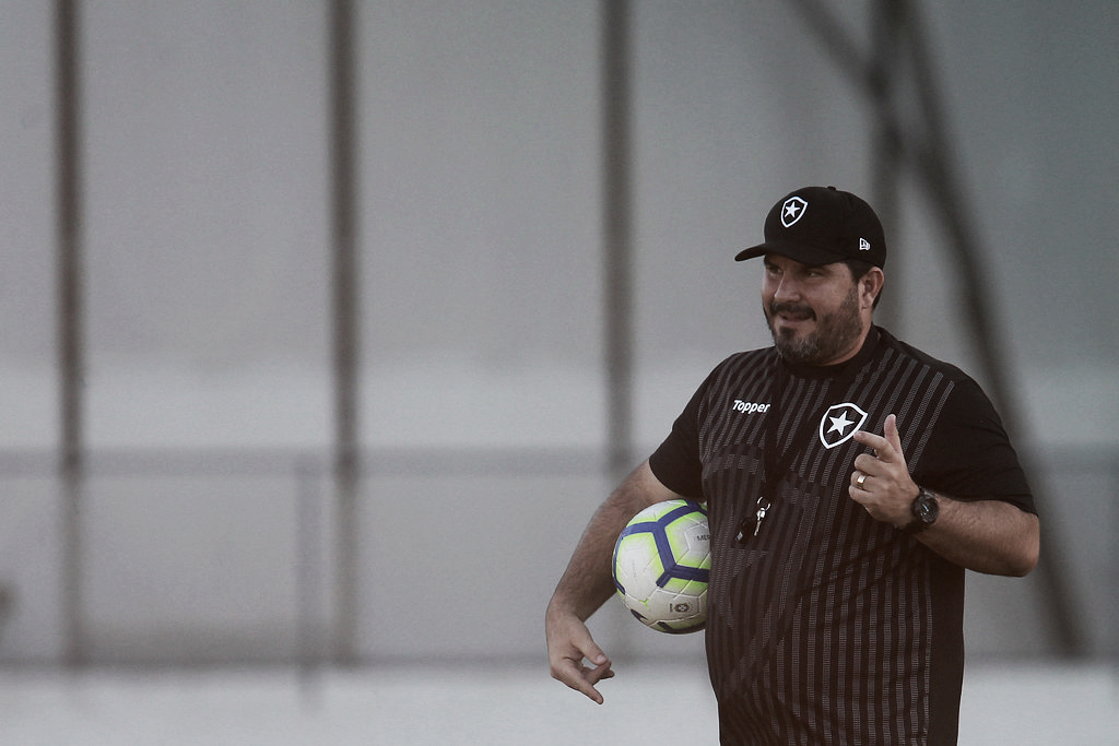 Após vitória sobre o CSA, Barroca deverá repetir escalação para duelo contra o Grêmio