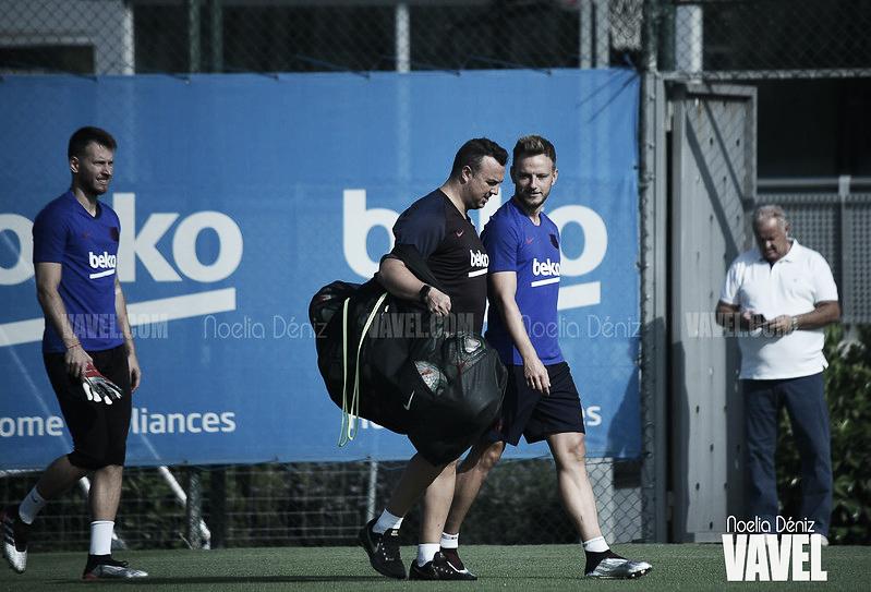 Nuevo entrenamiento del FC Barcelona con las bajas de Luis Suárez y Todibo