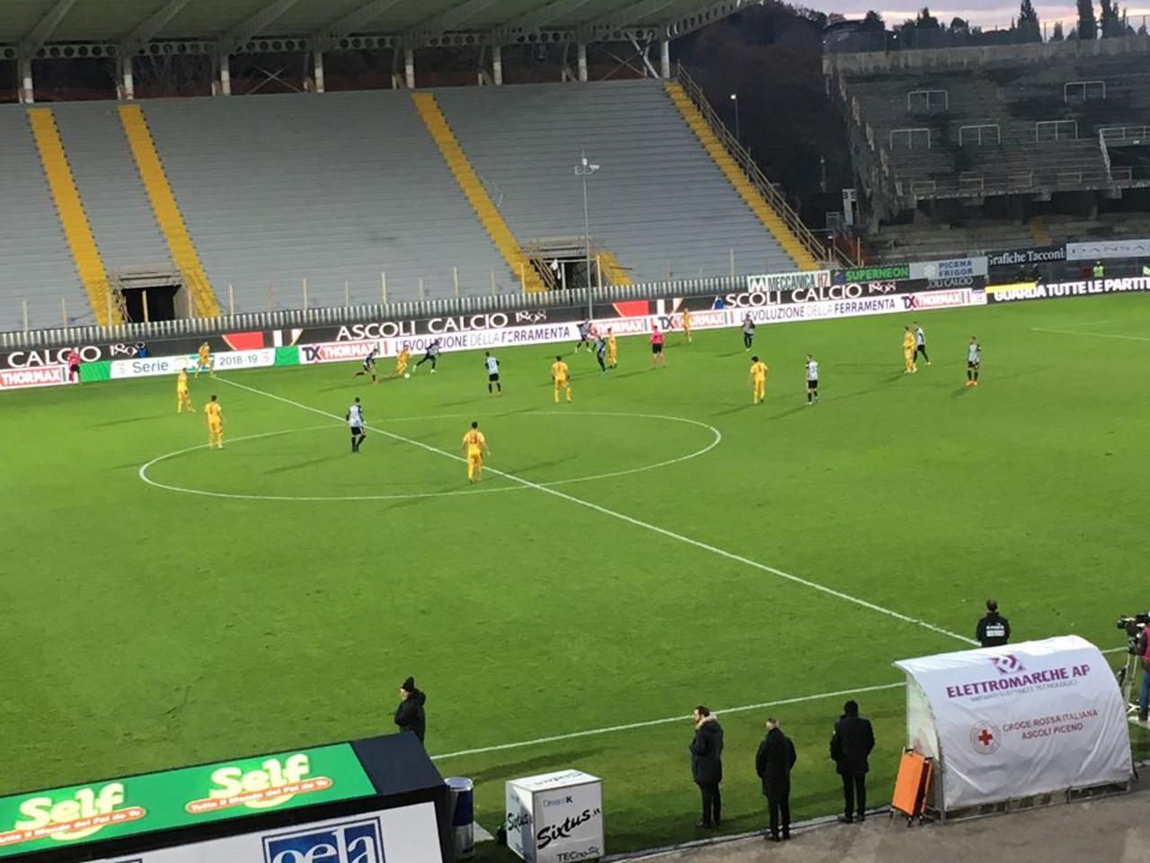 Serie B - Ardemagni risponde a Schenetti, 1-1 tra Ascoli e Cittadella