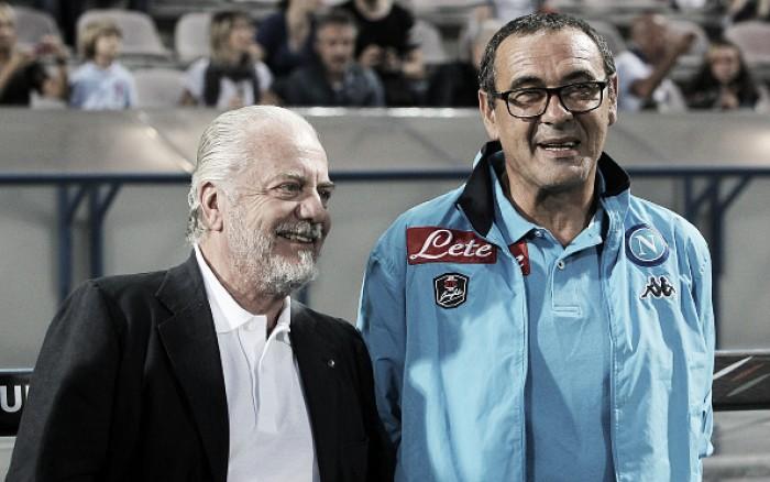 """Presidente do Napoli rasga elogios ao treinador Maurizio Sarri: """"Não o trocaria nem por Guardiola"""""""