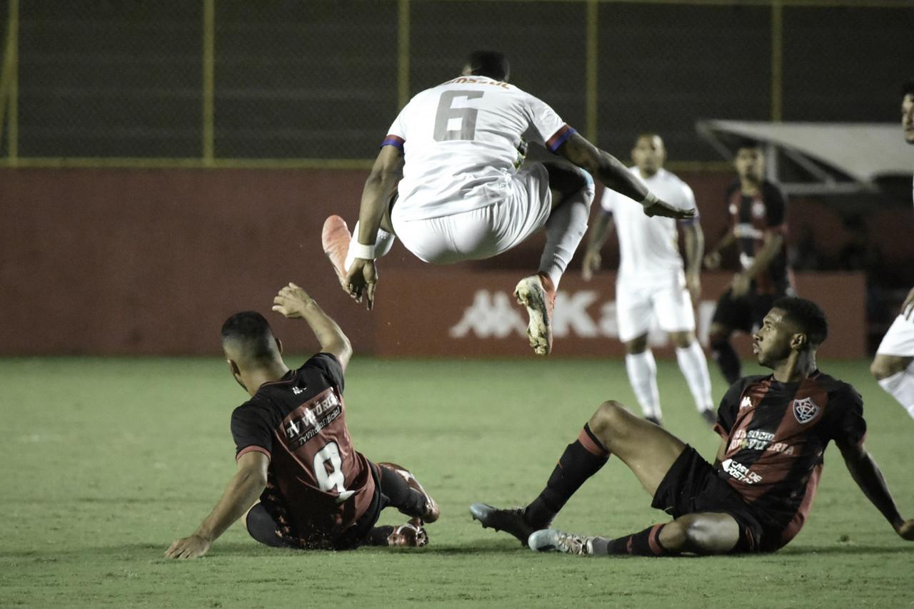 Com sequência de empates, Vitória busca aproximação do G-4 em duelo contra Paraná
