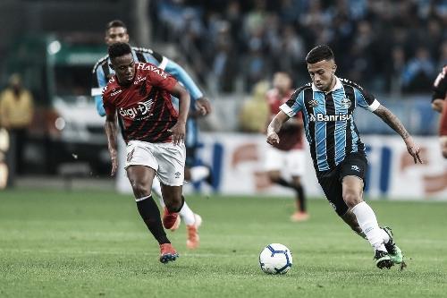 Com time reserva, Grêmio recebe Athletico-PR para subir na tabela