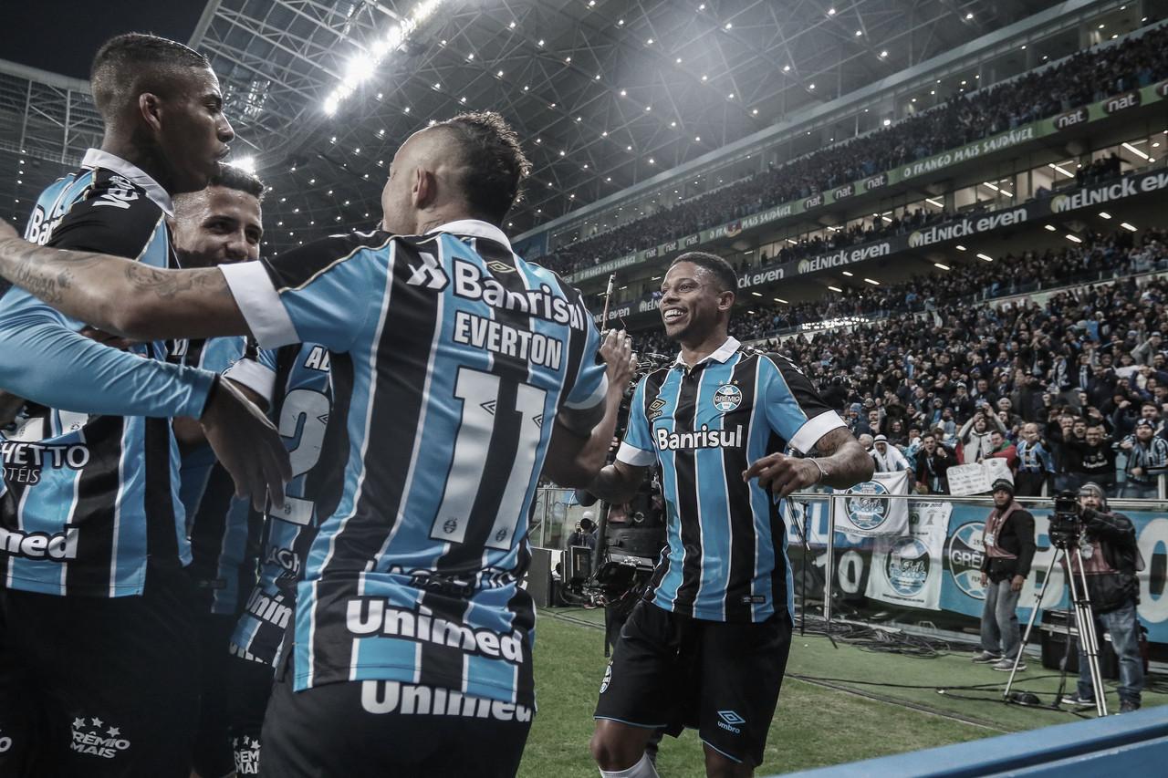 Com um gol em cada tempo, Grêmio vence Athletico-PR nas semifinais da Copa do Brasil