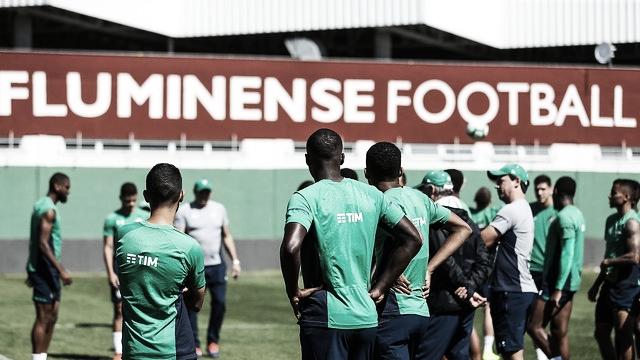 Pressionados, Fluminense e CSA duelam no Maracanã