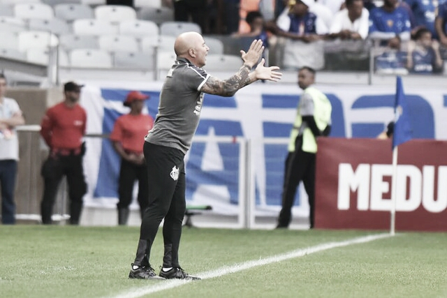 """Sampaoli pede melhora nas atuações do Santos: """"Temos que reencontrar nossa forma de jogo"""""""