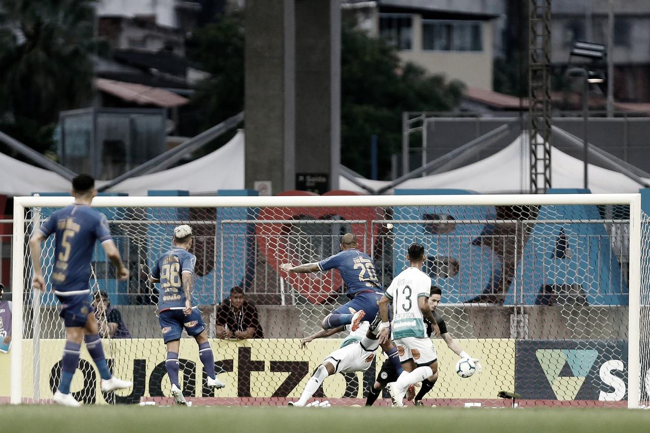 """Apesar do jejum de vitórias, Tadeu valoriza empate contra o Bahia: """"Importante fora de casa"""""""
