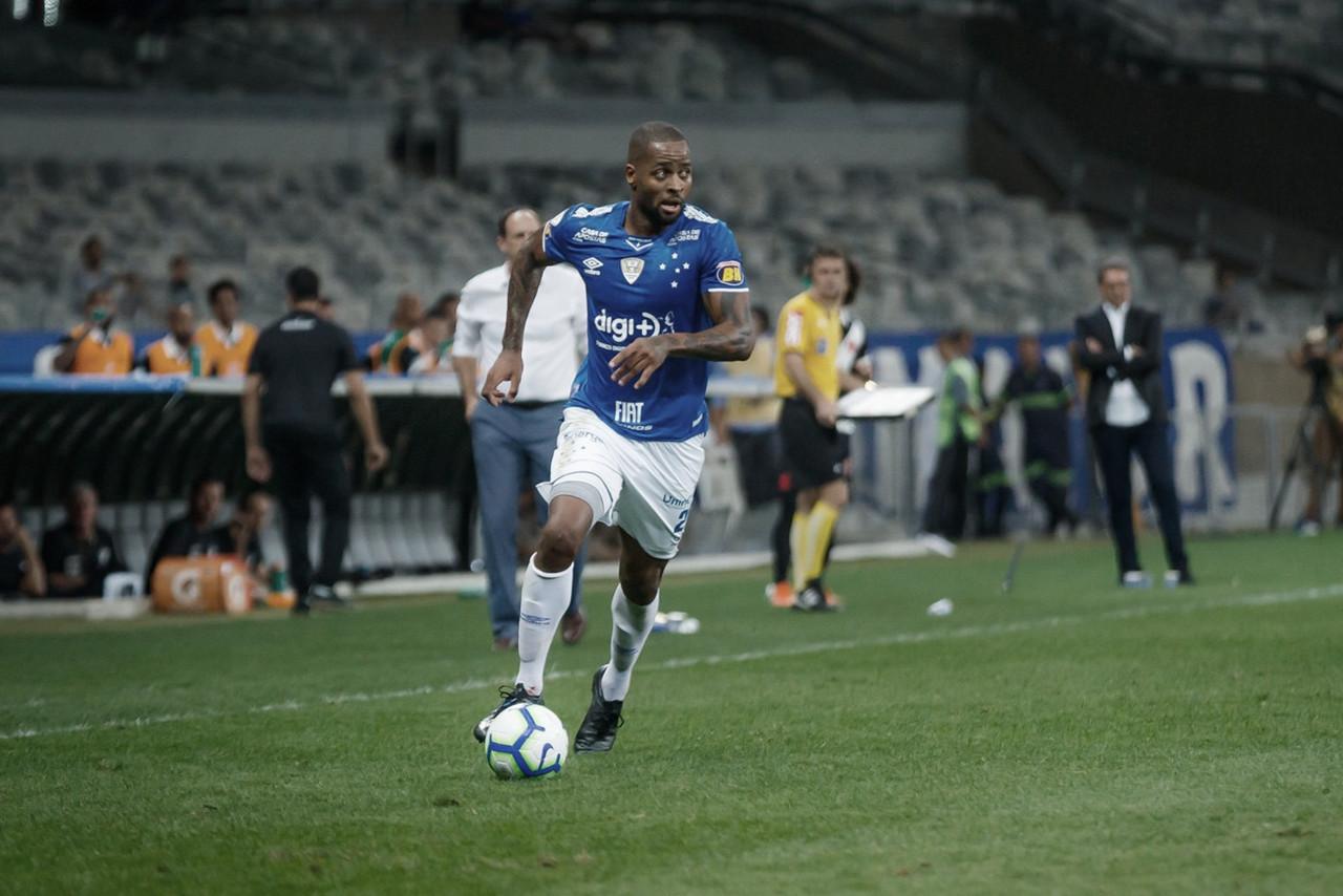 """Médico do Cruzeiro atesta lesão de Dedé e tranquiliza: """"Não foi grave"""""""