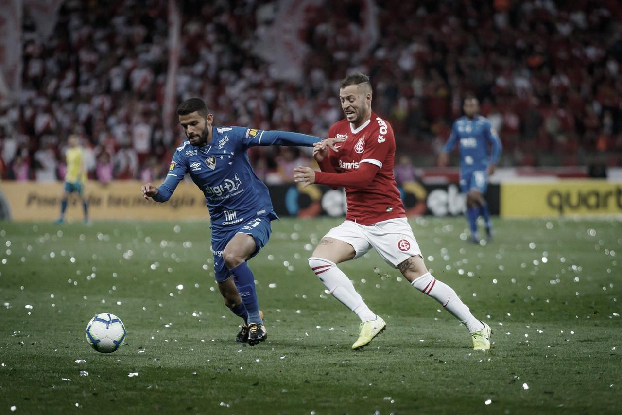Internacional aproveita falhas, derrota Cruzeiro e avança à final da Copa do Brasil