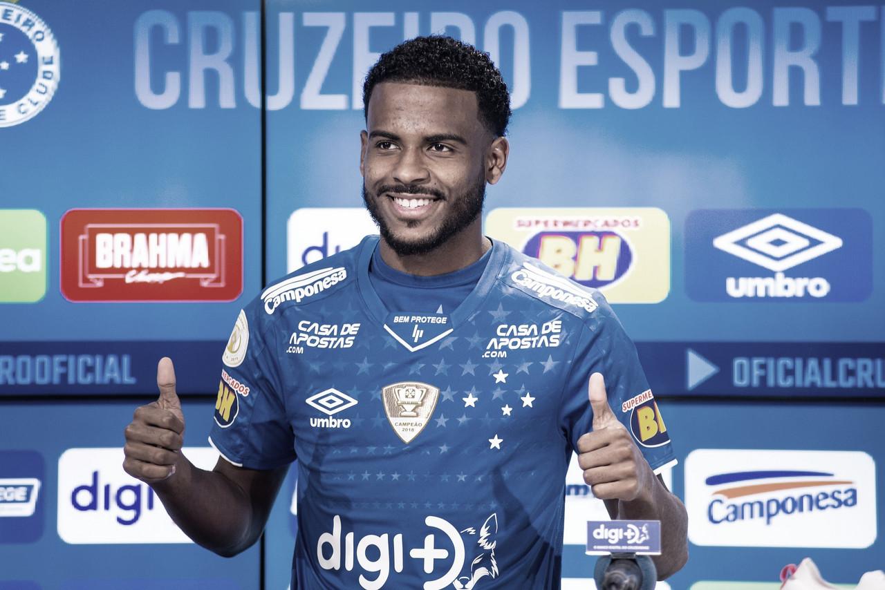 """Apresentado, Ezequiel avisa que chega para somar no Cruzeiro: """"Sei da responsabilidade"""""""