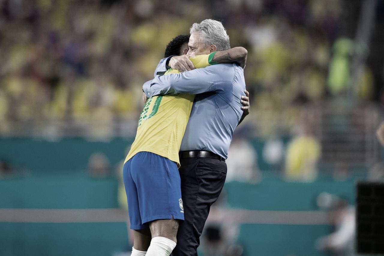 Tite destaca fase de Neymar no Barcelona e não o considera insubstituível na Seleção