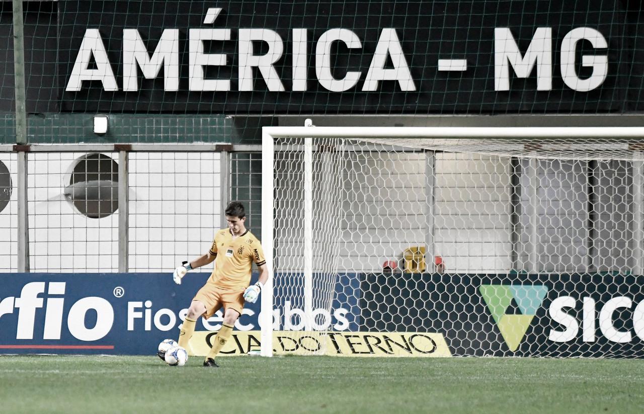 Em um ano de América-MG, goleiro Airton divide méritos e celebra boa fase