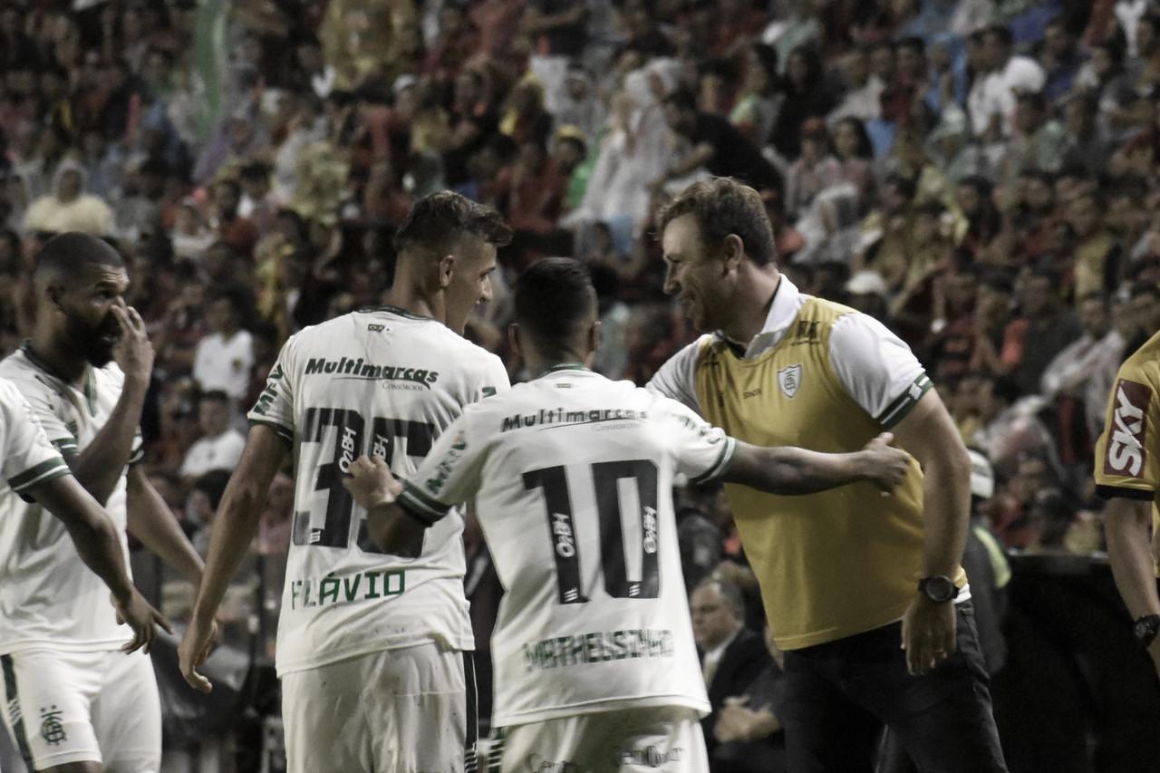 Felipe Conceição não revela motivo da ausência de Paulão na vitória do América-MG