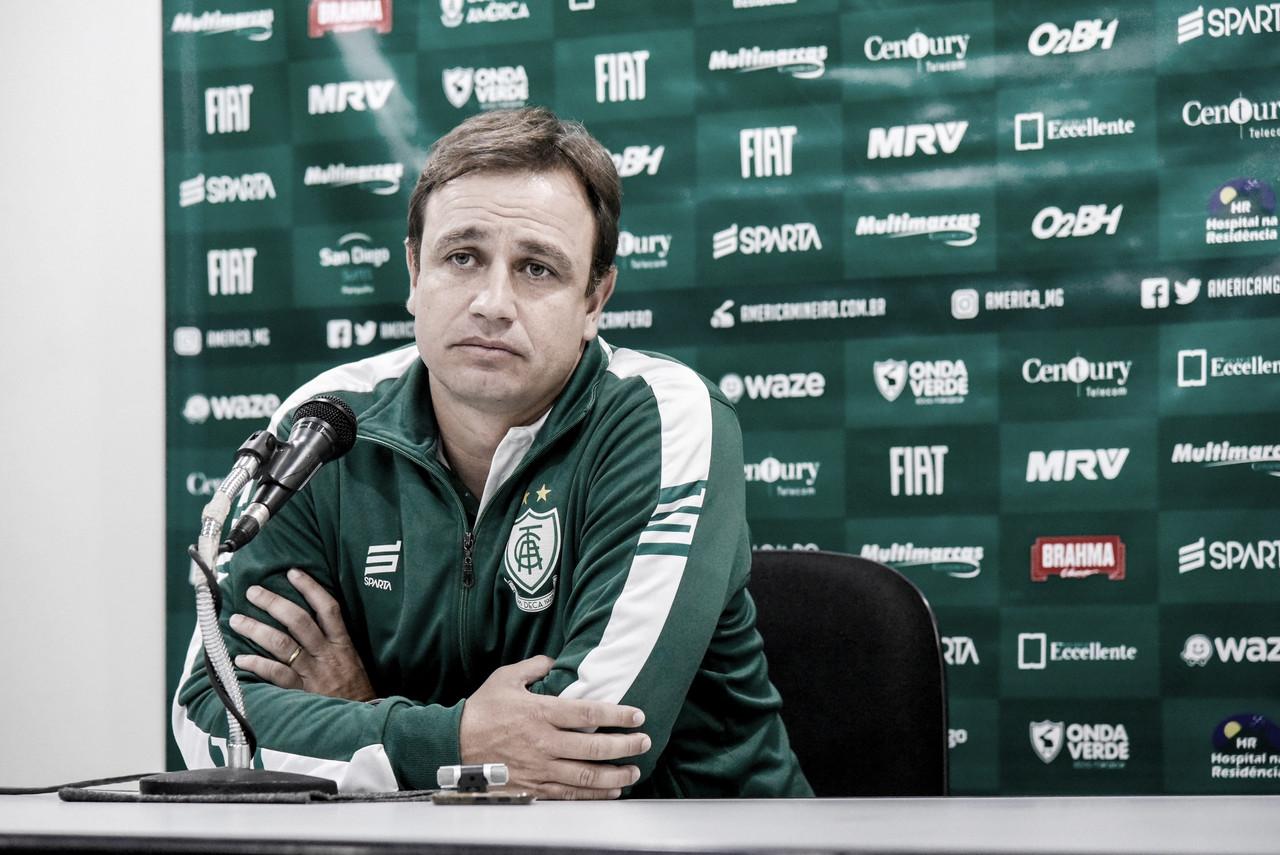 """Felipe Conceição celebra trabalhos no América-MG e reconhece: """"Realidade é o G-4"""""""