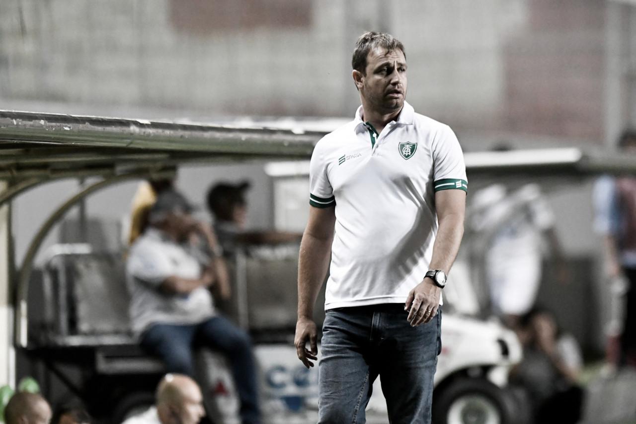 América-MG amplia contrato de Felipe Conceição