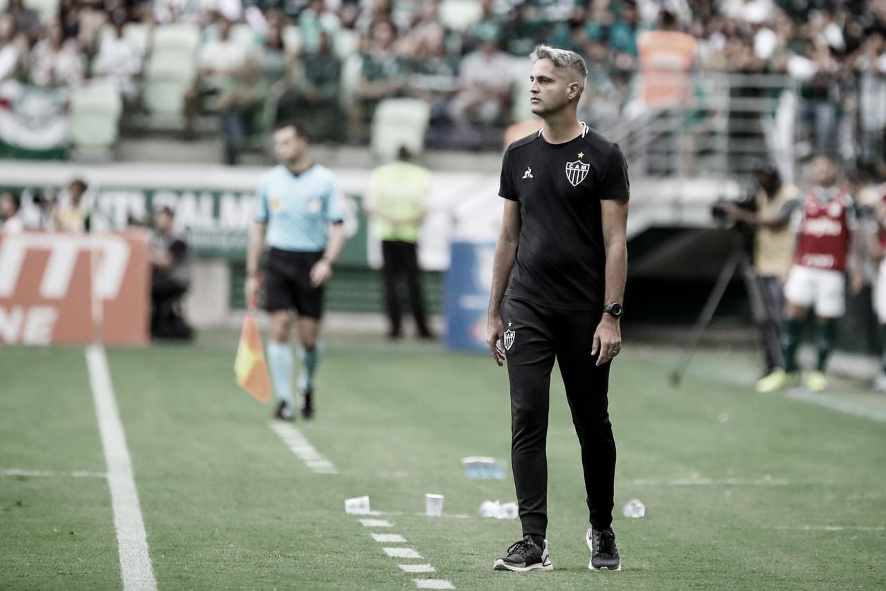 Fim da linha! Atlético-MG oficializa demissão de Rodrigo Santana após goleada
