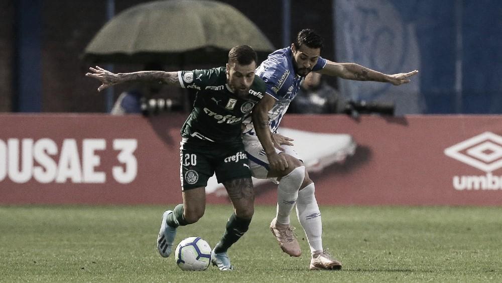 Palmeiras vence Avaí em jogo com VAR e temporal