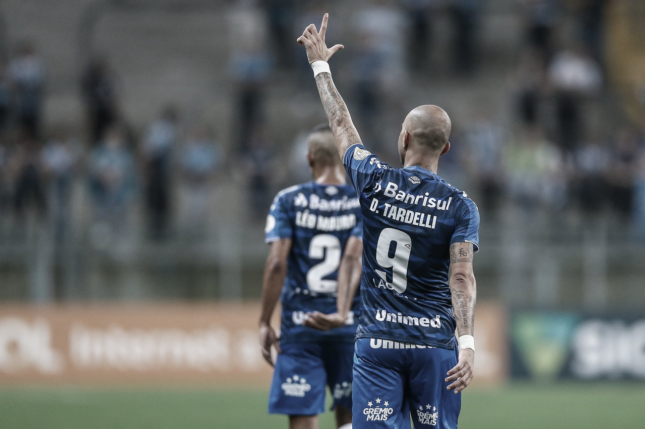 Nos acréscimos, Grêmio bate CSA e entra no G-4