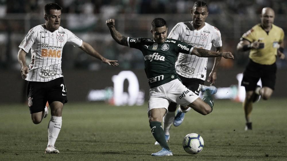 Tempos distintos e acréscimos eletrizantes: Palmeiras e Corinthians empatam no dérbi