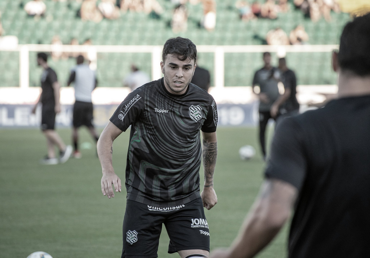 CSA oficializa contratação do meia Andrigo e reintegra jogadores afastados