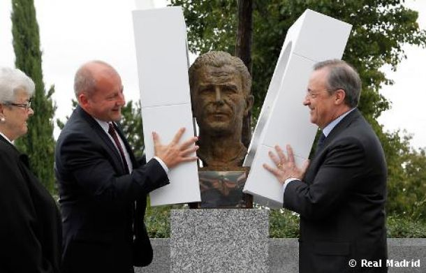 Puskas ya tiene su busto en la Ciudad Real Madrid