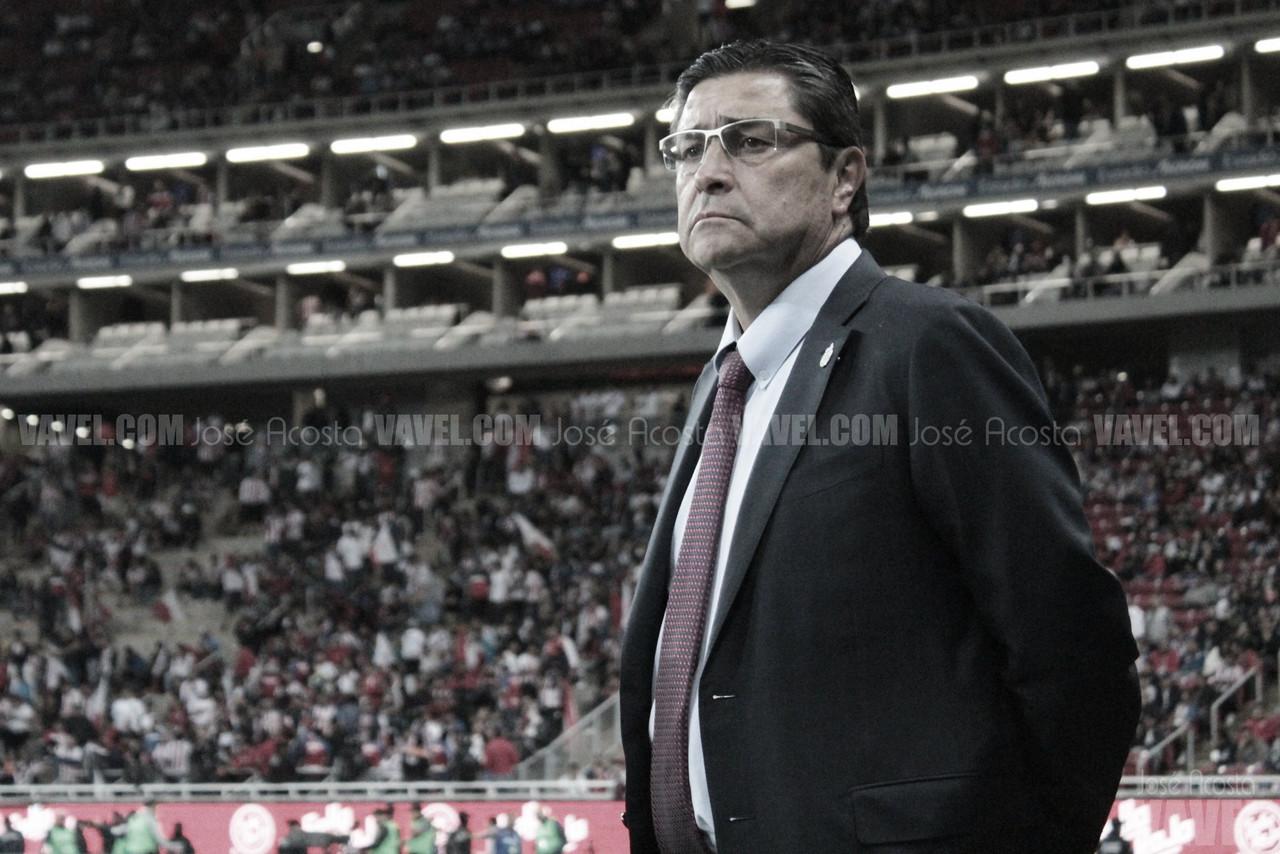 Chivas cesa a Luis Fernando Tena de la dirección técnica