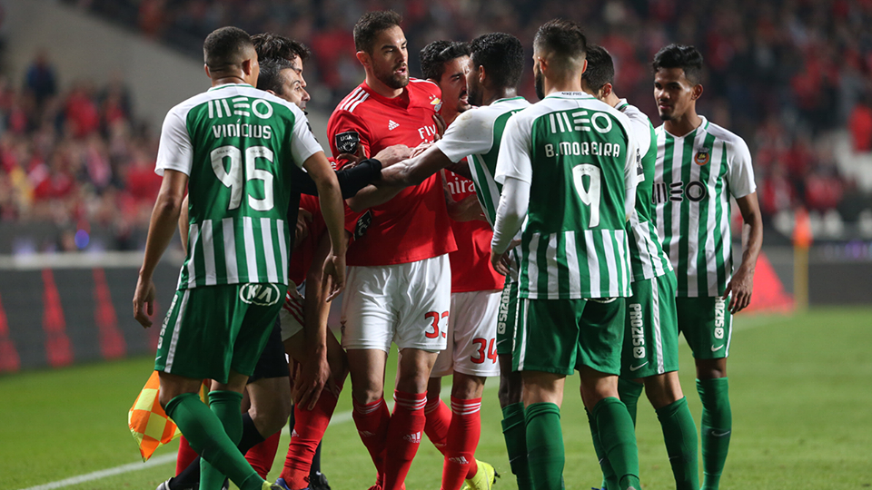 Lage devolve triunfo ao Benfica