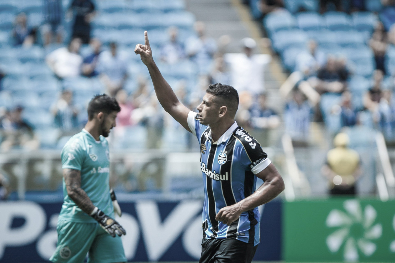 Diego Souza se isola do elenco gremista para fazer teste do coronavírus e resultado dá positivo