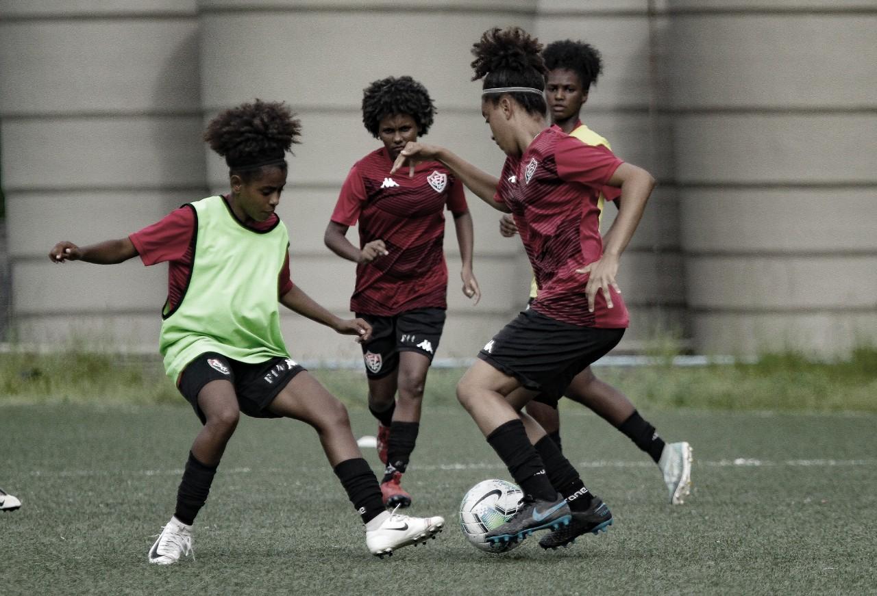 Em preparação para retorno do Brasileirão, Vitória quita dívida com futebol feminino