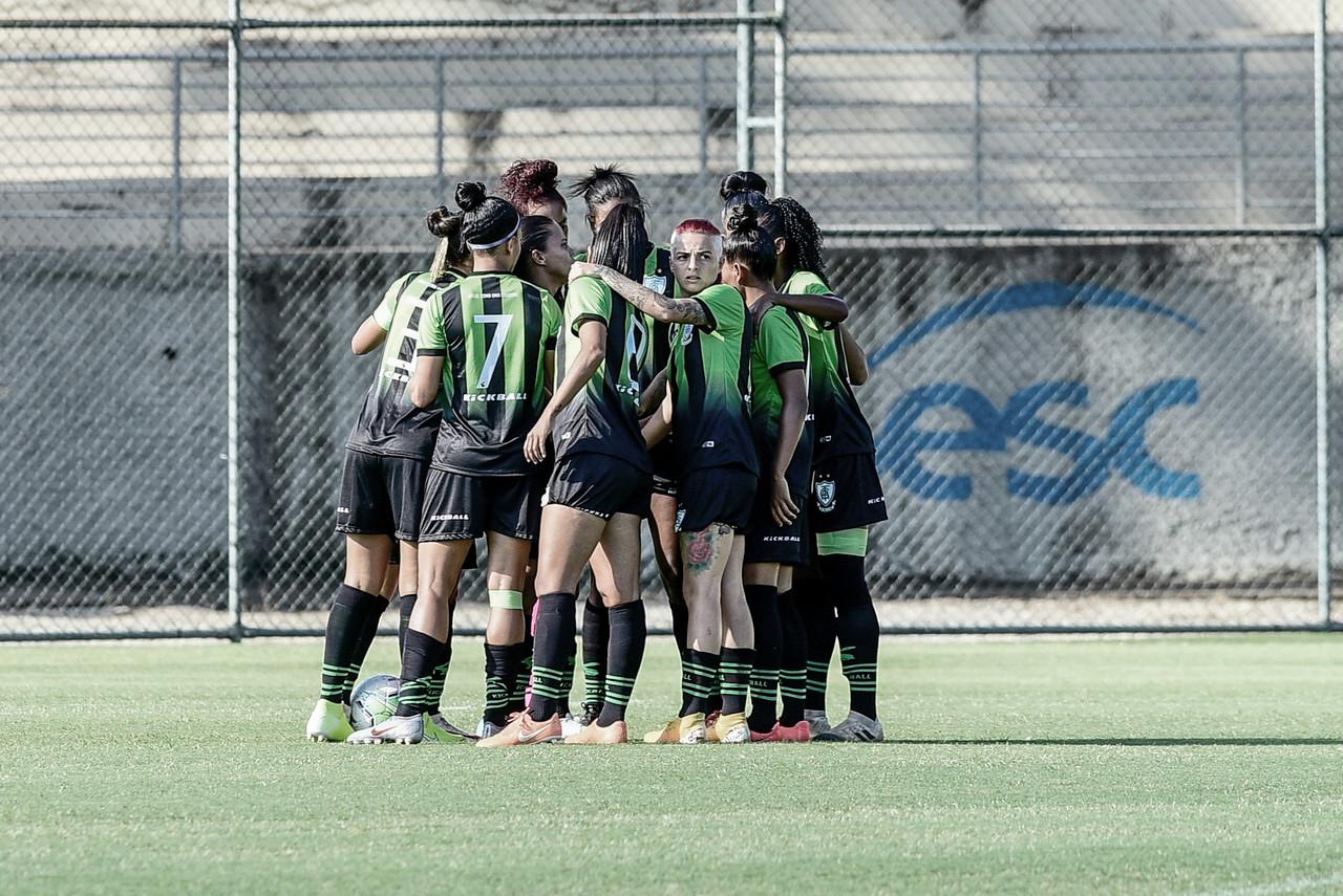 Contratos, calendário e estrutura: os impactos da Covid-19 no futebol feminino do América-MG