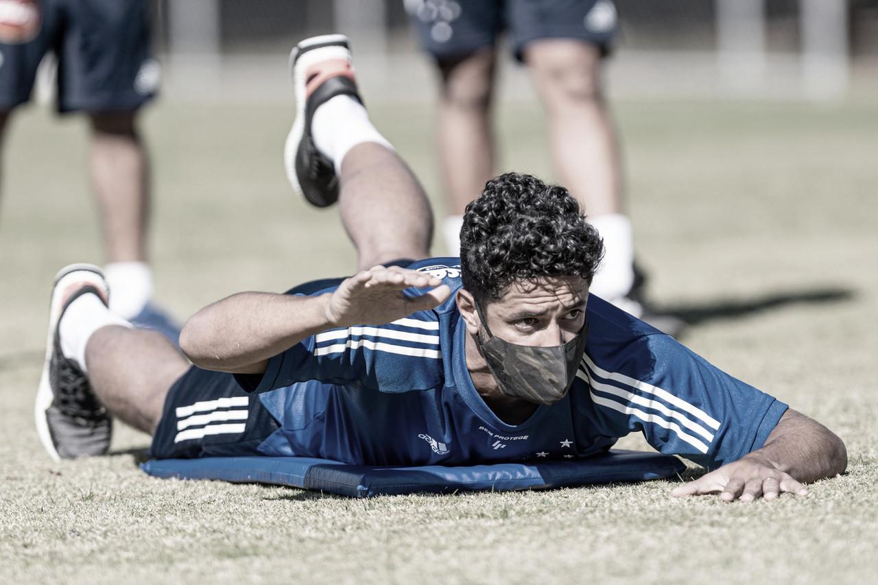 Zagueiro Léo testa positivo à Covid-19; elenco do Cruzeiro tem seu terceiro jogador infectado