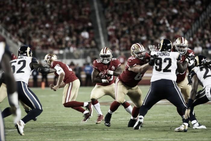San Francisco 49ers vence Los Angeles Rams com facilidade em duelo de divisão