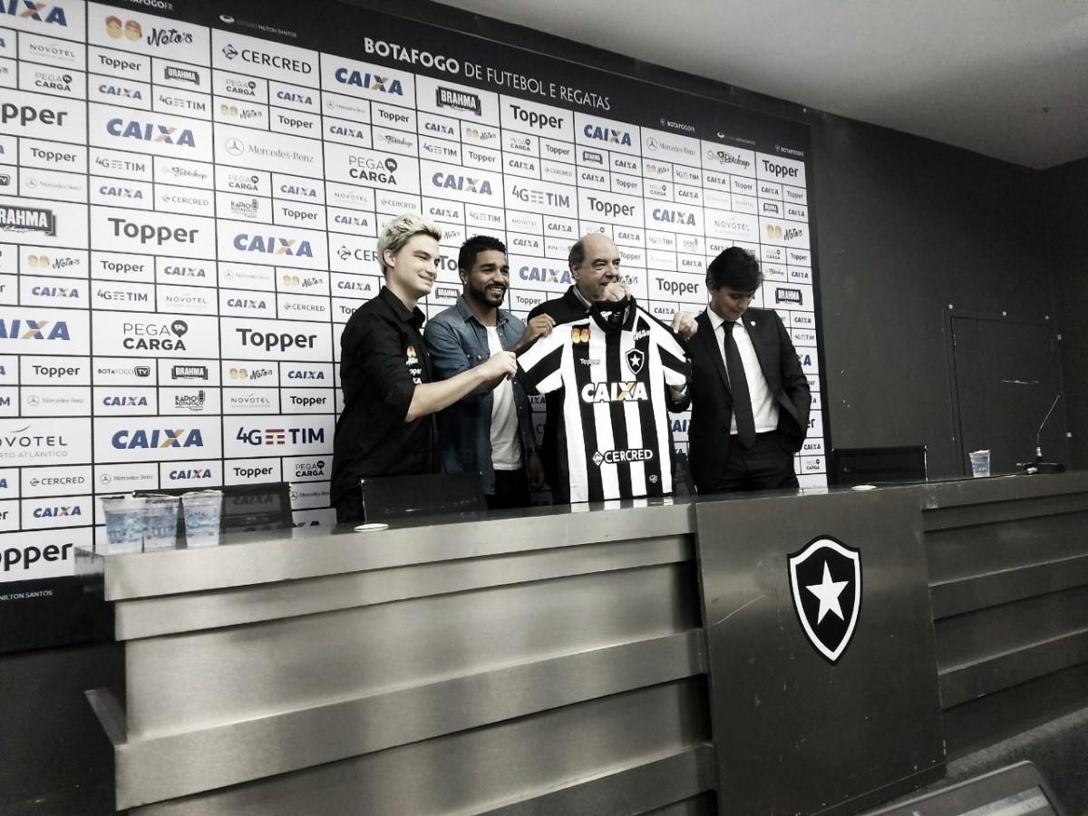 """Patrocinador do Botafogo, Felipe Neto fala sobre objetivos: """"Aproximar mais clube e torcida"""""""