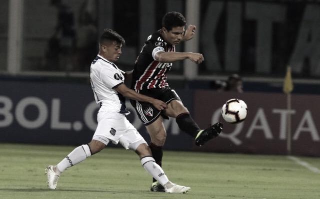"""Hernanes prega confiança após derrota do São Paulo: """"Temos totais condições de reverter"""""""