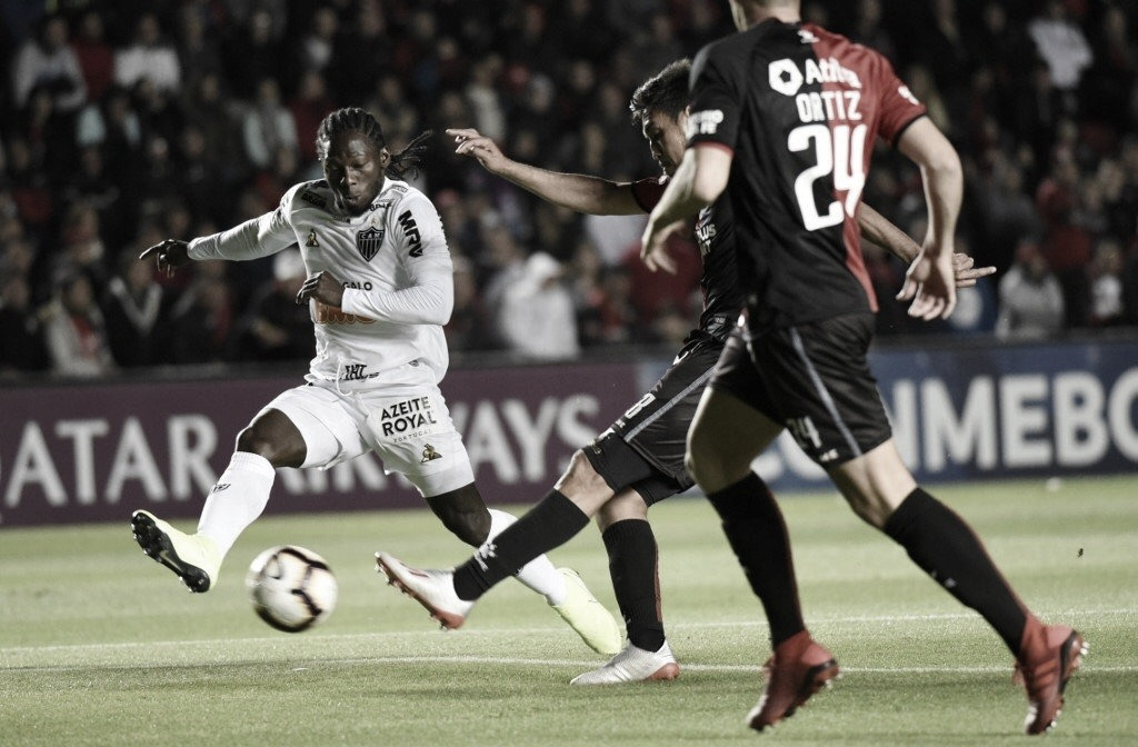 Atlético-MG marca no primeiro tempo, mas Colón pressiona e vence de virada