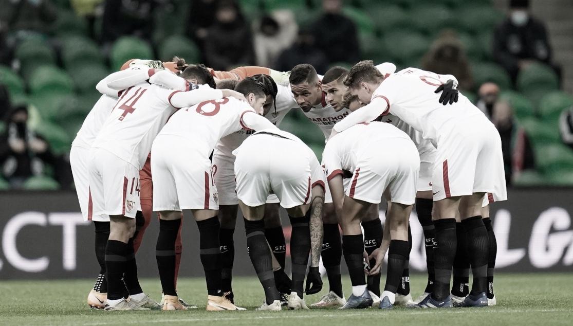 Los jugadores del Sevilla concentrados ante el Krasnodar / Foto: Sevilla FC