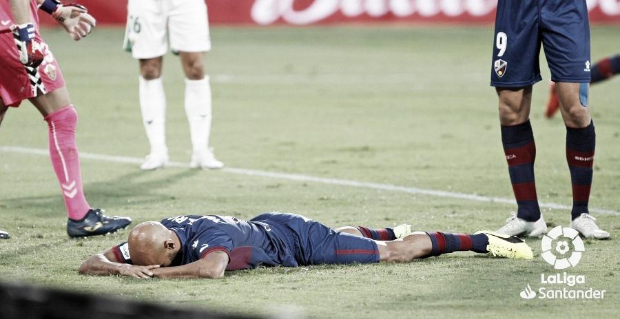 Mikel Rico derrotado tras fallar una ocasión clara de gol. Foto: LaLiga.
